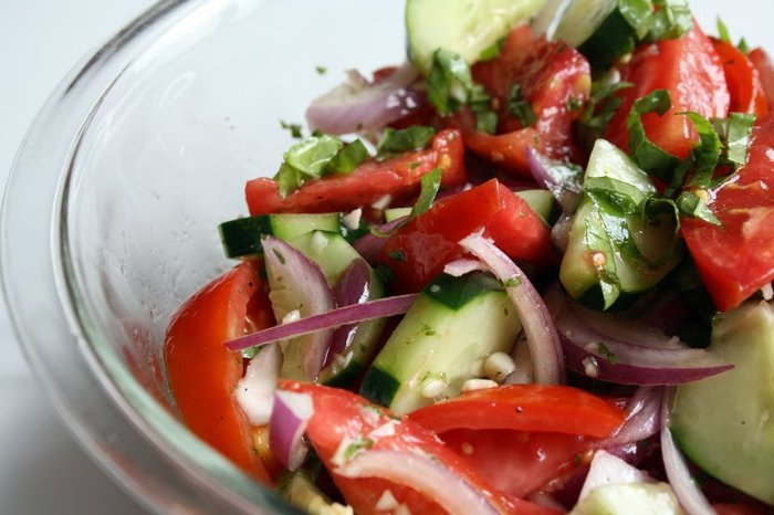 Sallatë me domate dhe kastraveca