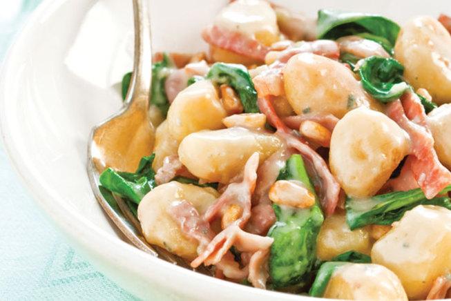 Njoki patatesh me spinaq, pana dhe proshutë