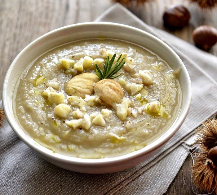 Supë me gështenja dhe qiqra